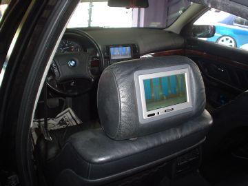 BMW – Adaptação da tela no encosto